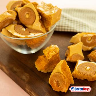 Caramelo crocante de mel com pedaços de rosquinha de aveia